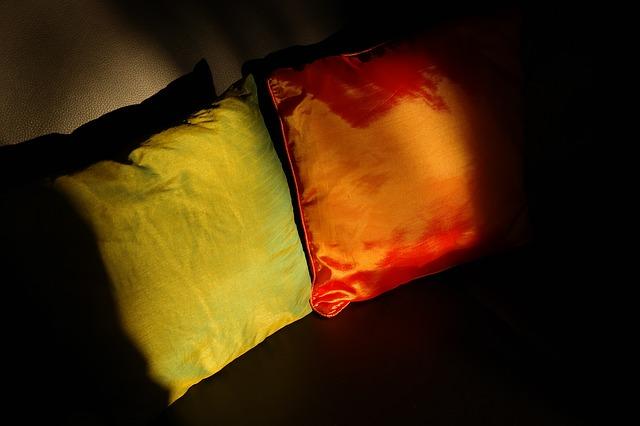 pillow-232115_640