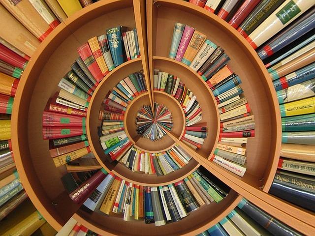 book-774837_640